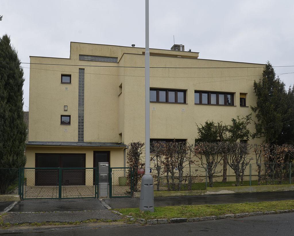 39Matějská_1985-19-02.jpg