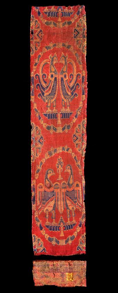 3_1-9a-1996-Tekstil-med-fugle-i-medaljoner.jpg