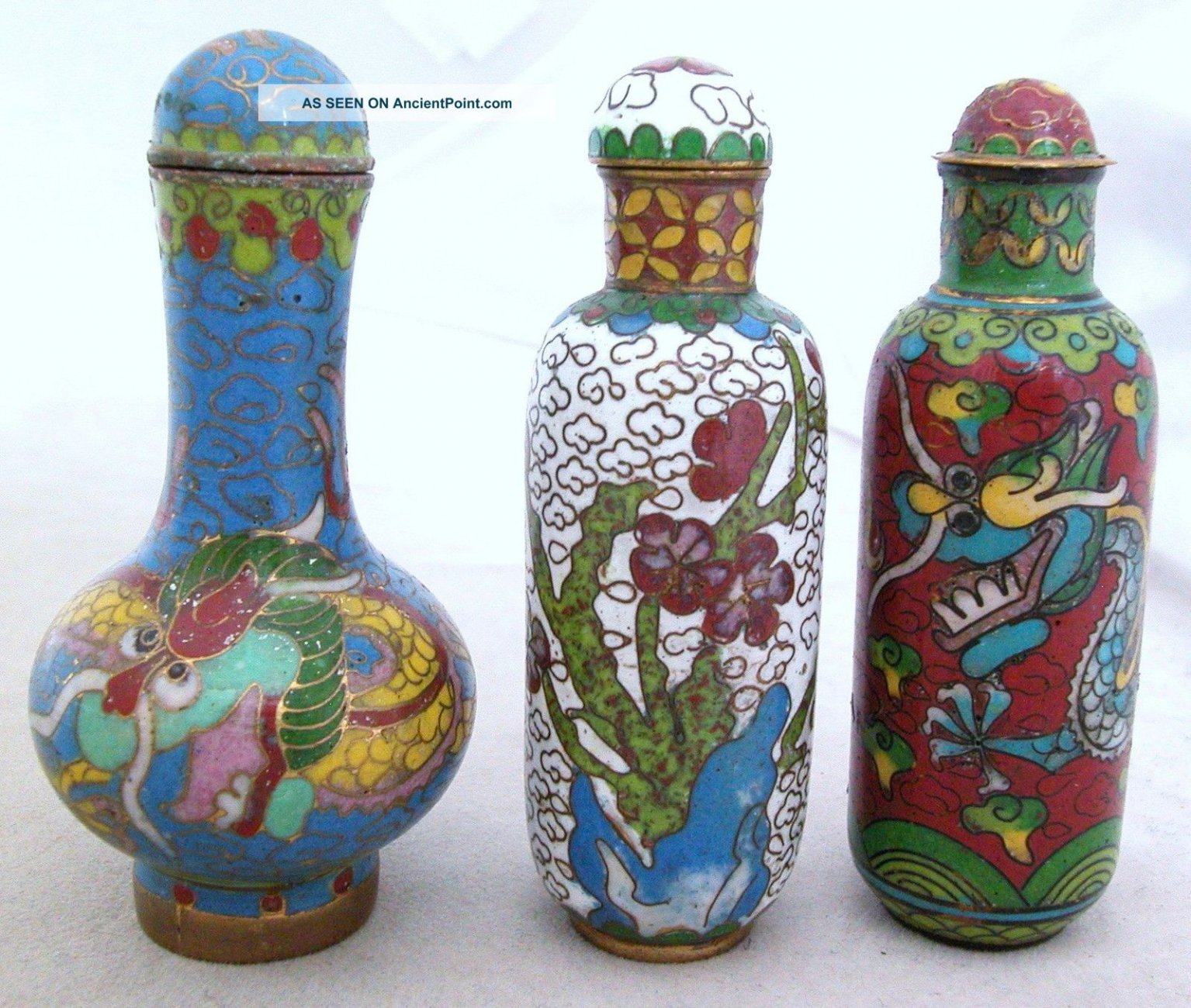 3_chinese_cloisonne_snuff_bottles_w_famille_rose__dragons__flower_designs_1_lgw.jpg