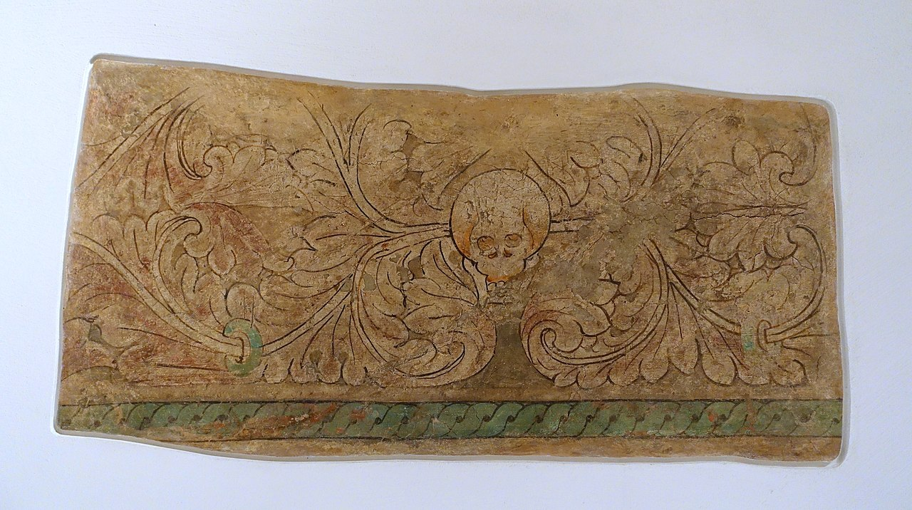 4-5-Acanthus_frieze_with_Skull,_Cave_of_the_Seafarers_(Cave_212),_Kizil,_c._4th-5th_century_AD,_.jpg