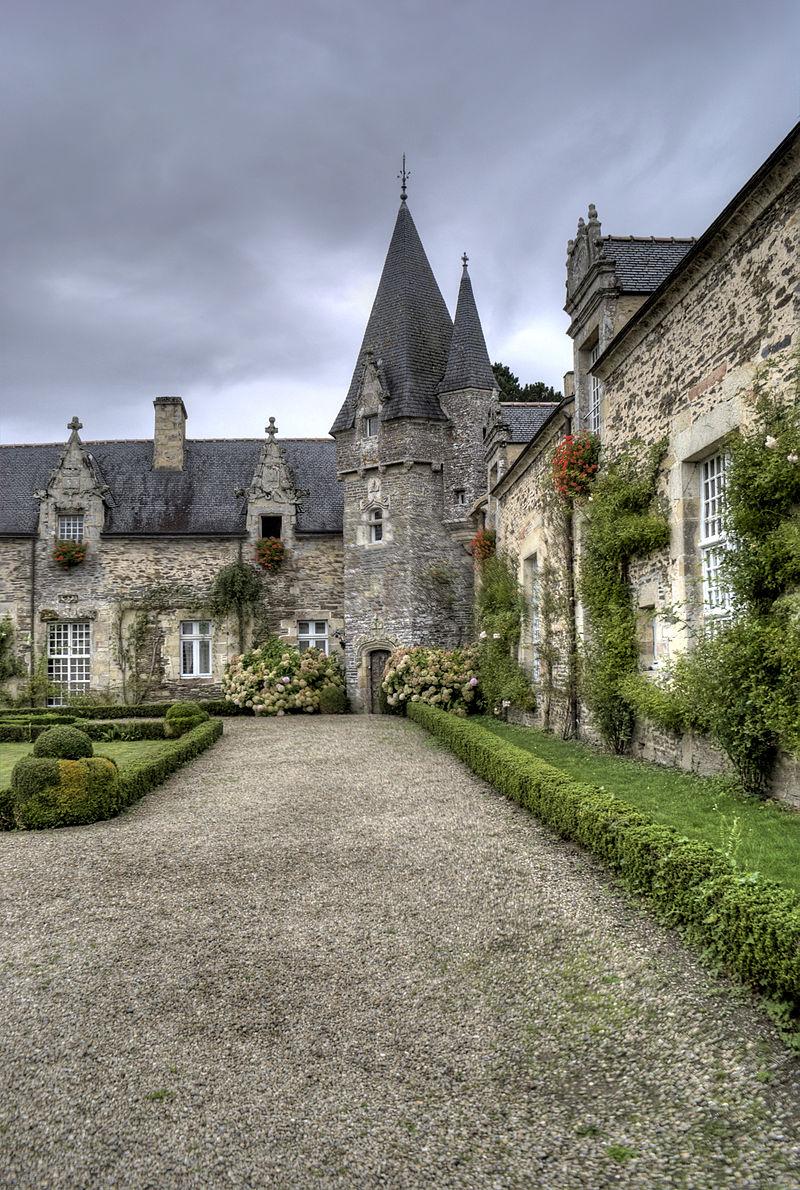 4-_Allée_du_château_de_Rochefort_en_Terre.jpg