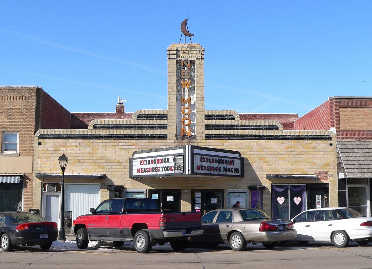 47-Neligh,_Nebraska_-_New_Moon_Theater.JPG