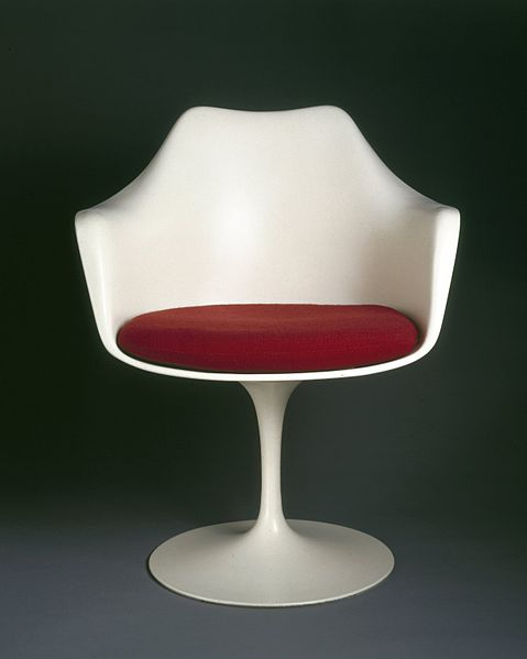 479px-Eero_Saarinen,_-Pedestal-_Armchair_and_Seat_Cushion,_Designed_1956.jpg