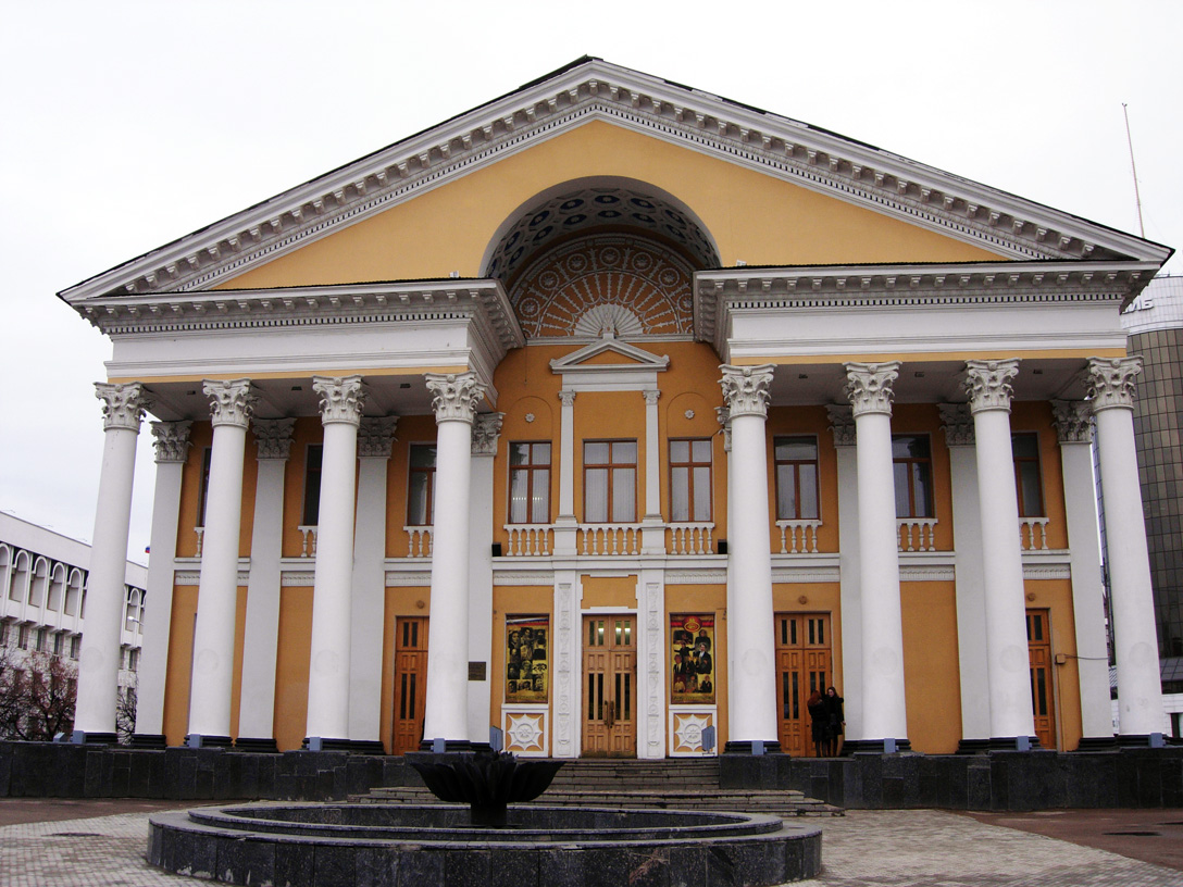 53Cinema_Theatre_Rodina_(Ufa).jpg