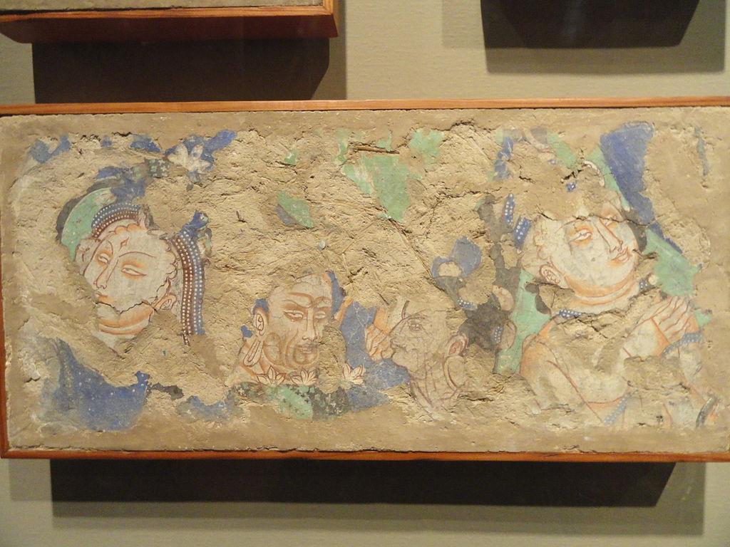 6-7 Fragments_of_Buddhist_Wall_Painting,_Kyzil,_Sinkiang,_C6-7hina,_.jpg