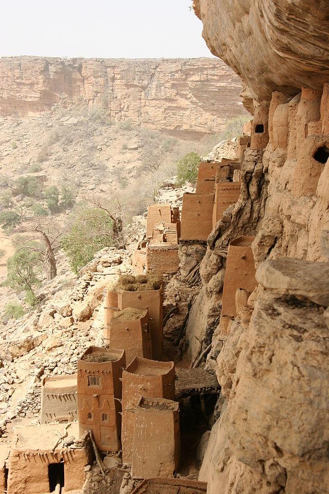 640px-Bandiagara_escarpment_1.jpg