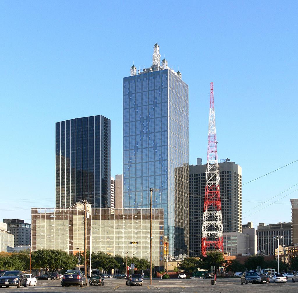 65 техас-Dallas_Elm_Place_Renaissance_Tower.jpg
