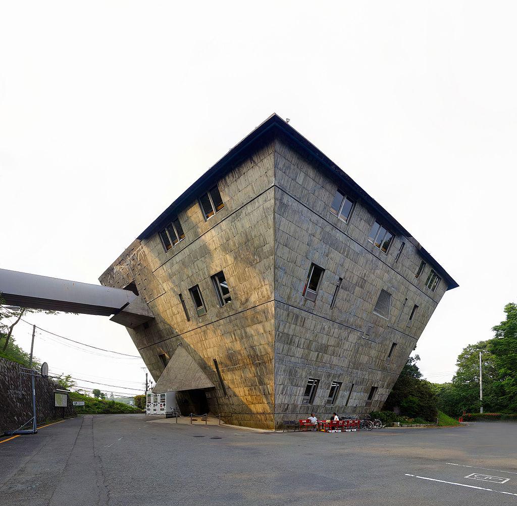 65 яп-Inter-University_Seminar_House_Main_building_20140603-02.jpg