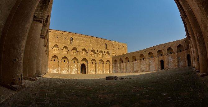670x347px-Al_Ukhaidir_Fortress_6.jpg