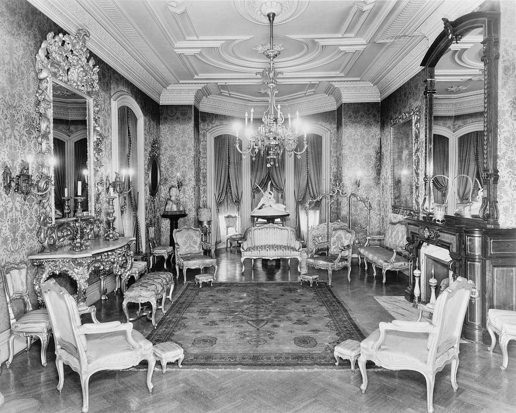 7._John_M._Davies_House,_Drawing_Room,_Looking_North.jpg