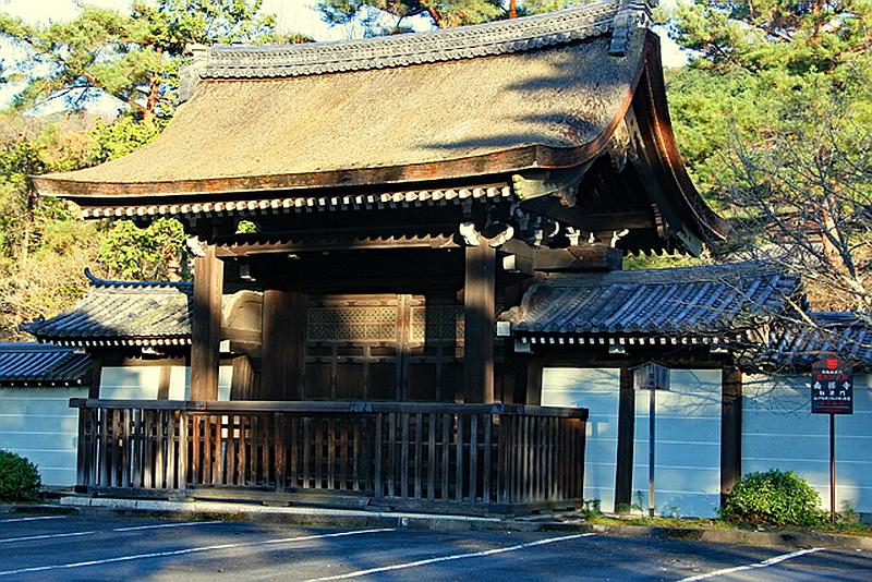 70.Нандзэн-дзи. Ворота тёкусимон.jpg