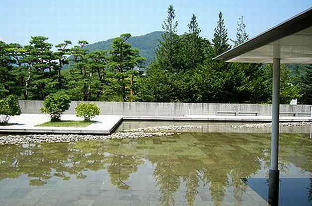 8.Танигути Ёсио.Галерея Хигасияма.Заимствованный пейзаж.jpg
