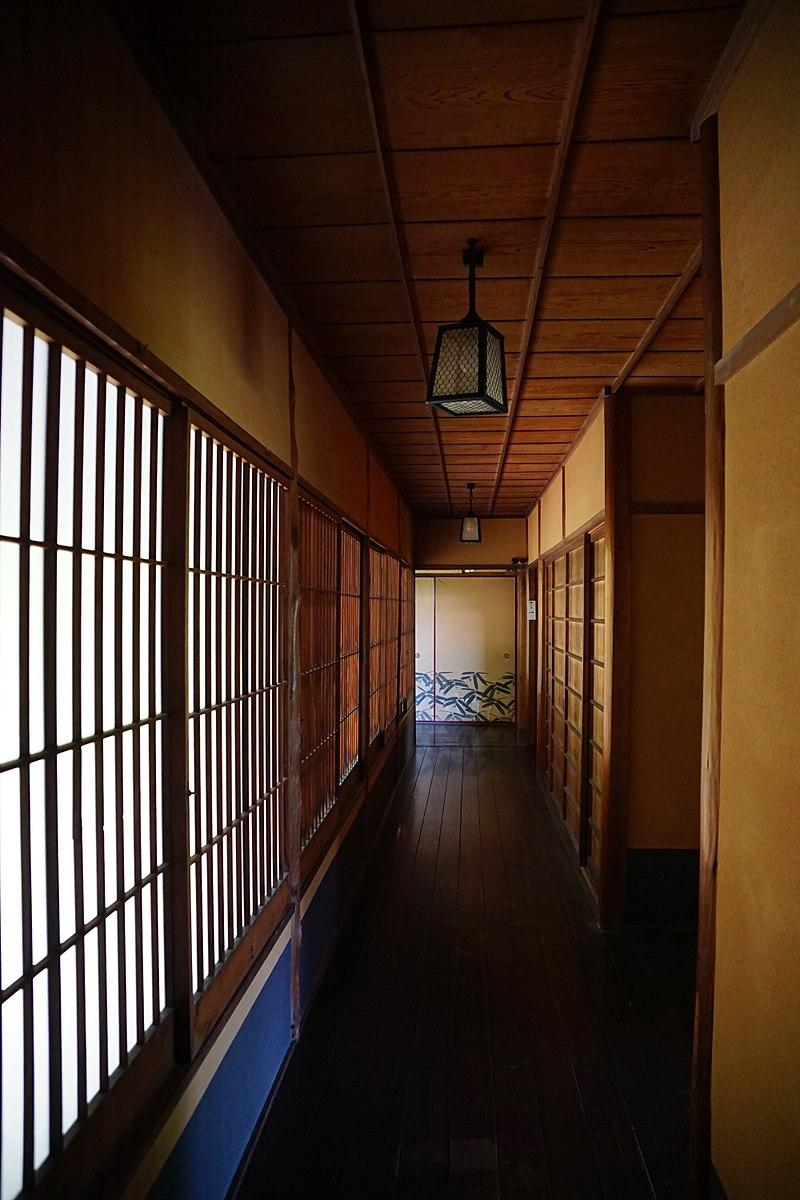 800px-150521_Rokasensuisou_Otsu_Shiga_pref_Japan08n.jpg