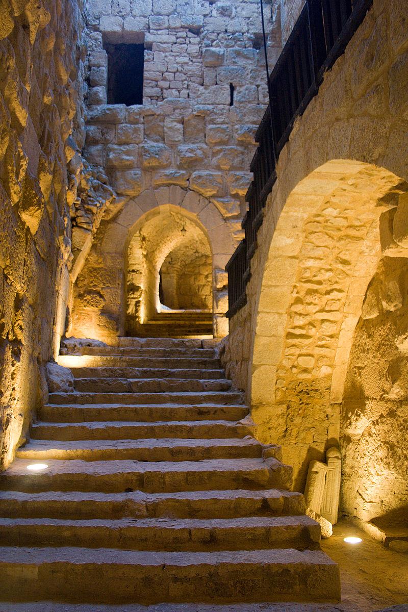 800px-Ajlun_Castle_Steps.jpg