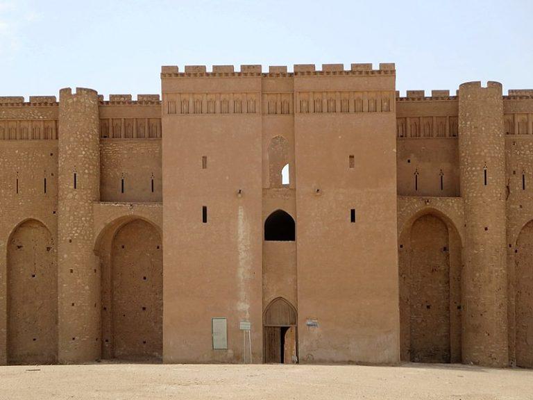 800px-Al-Ukhaidir_Fortess-768x576.jpg