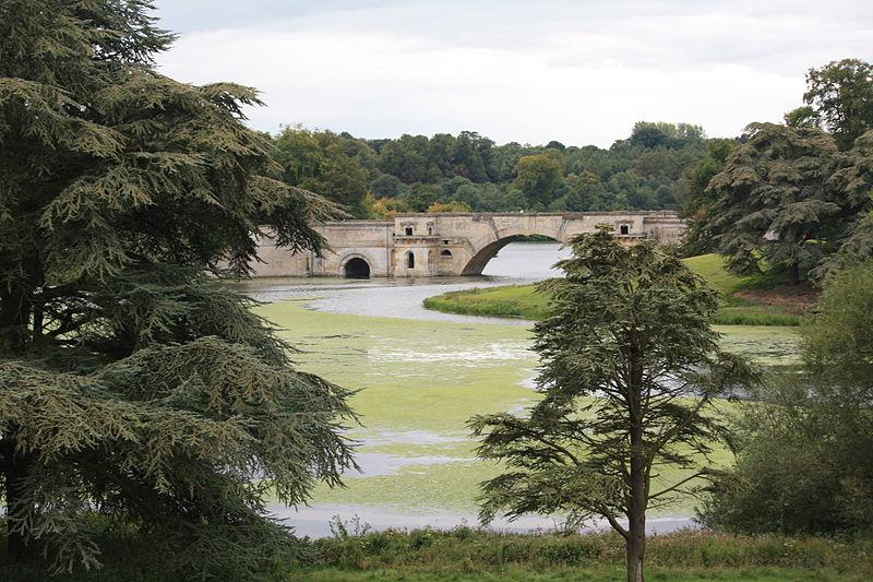 800px-Blenheim_Palace_Park_&_Lake_(6092924121).jpg