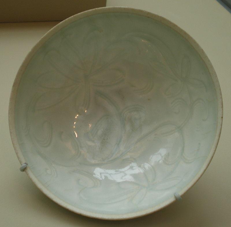 800px-Bowl_with_lotus_sprays_SF_Asian_Art_Museum_B60P2314.JPG