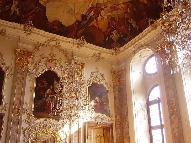 800px-Bruchsal_Schloss_Bruchsal_Innen_Fürstensaal.jpg