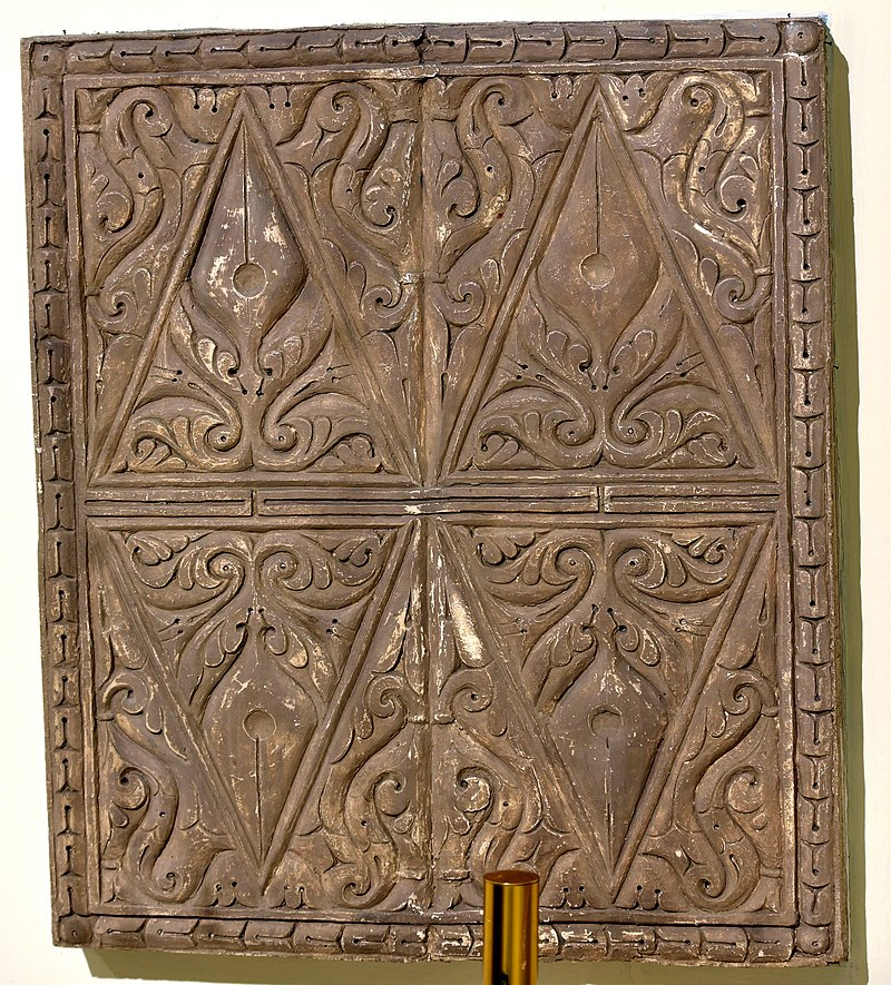 800px-Carved_stucco_panel_from_Samarra,_Iraq,_3rd_style,_3rd_century_A.H.,_Iraq_Museum.jpg