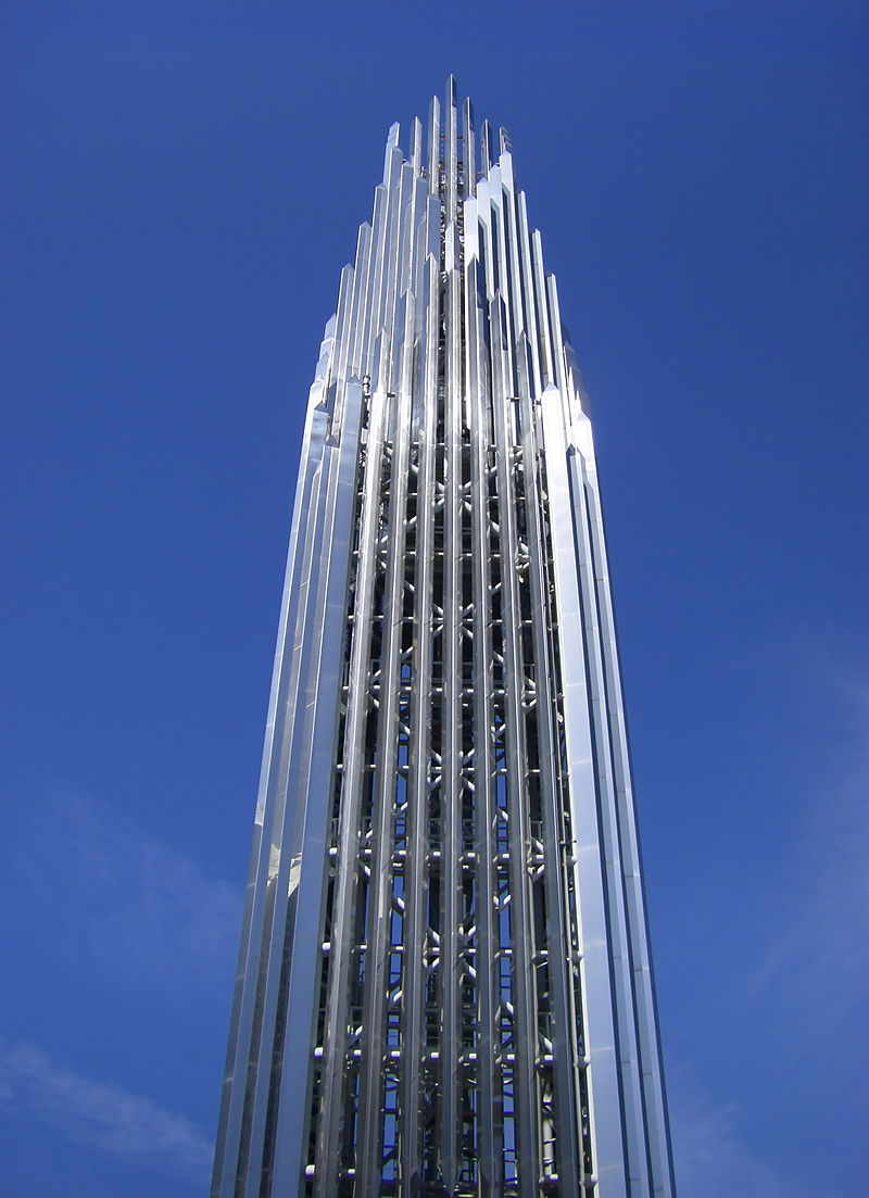 800px-Crystal_Cathedral_Spire_looking_up.jpg