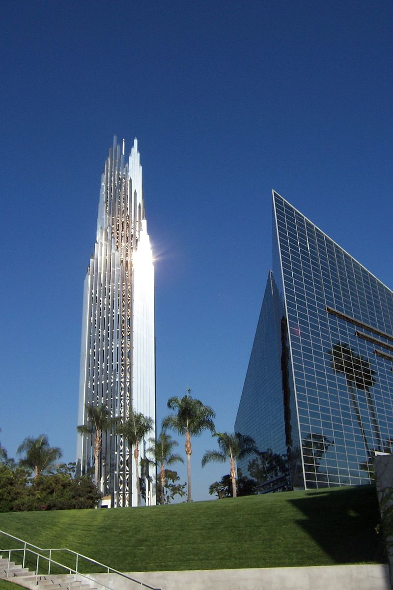 800px-Crystal_Cathedral_Tower.jpg