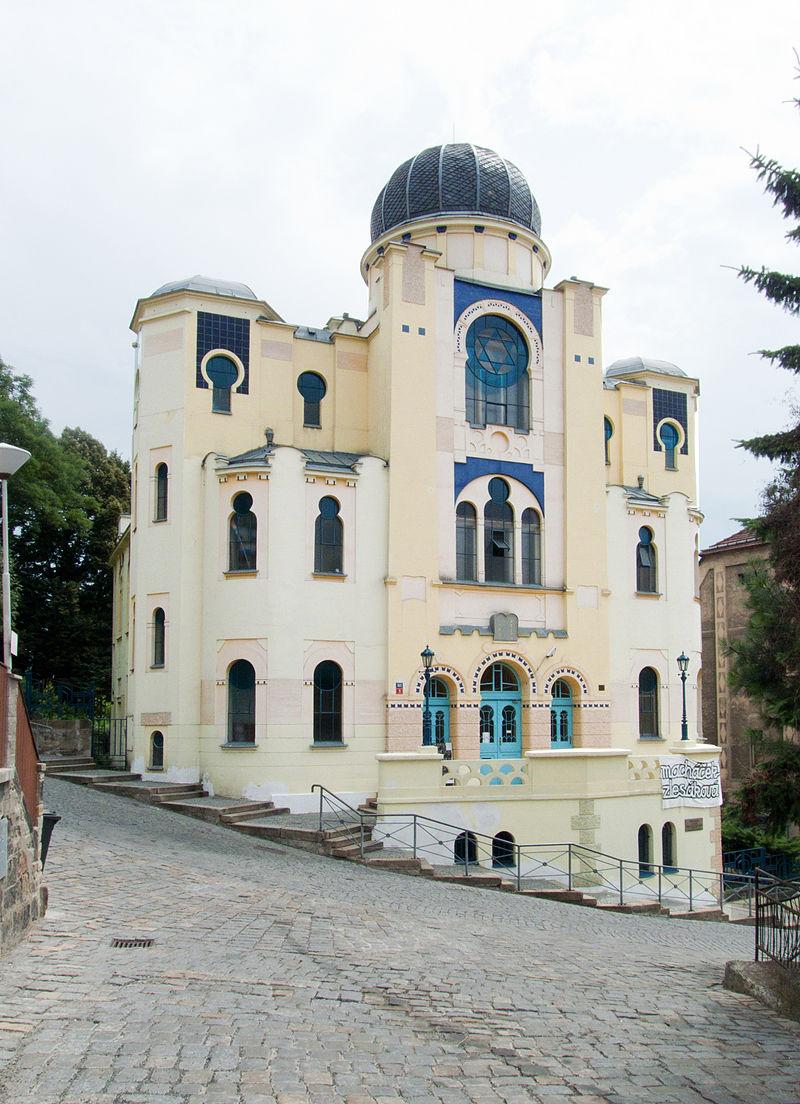 800px-Děčín_-_synagoga_pohled_z_Resslovy_ulice.jpg