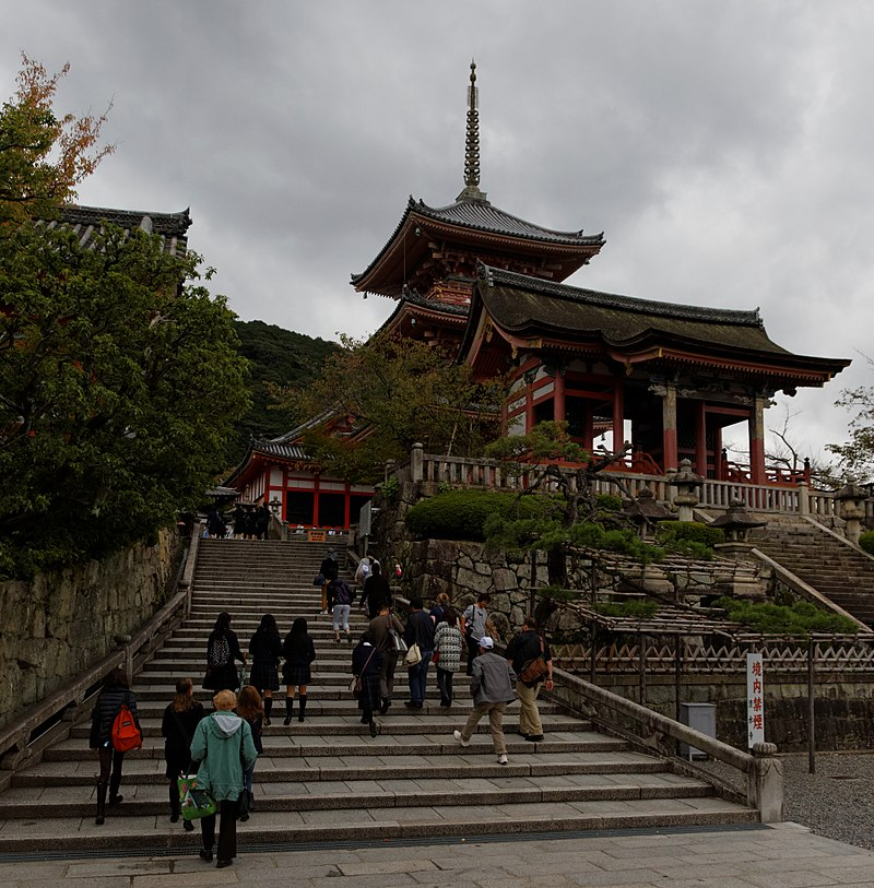 800px-Entrance_and_Kiyomizu_pagoda_(11035633956).jpg