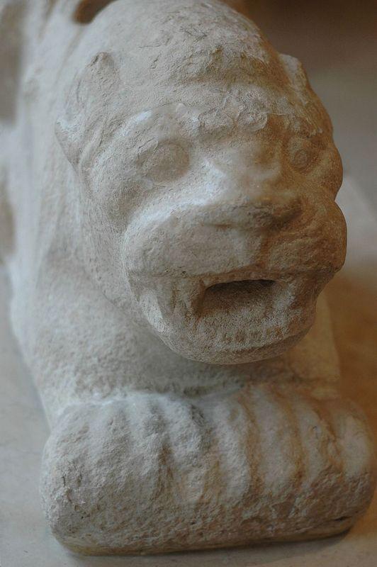 800px-Guarding_lion_Susa_Louvre_Sb99.jpg