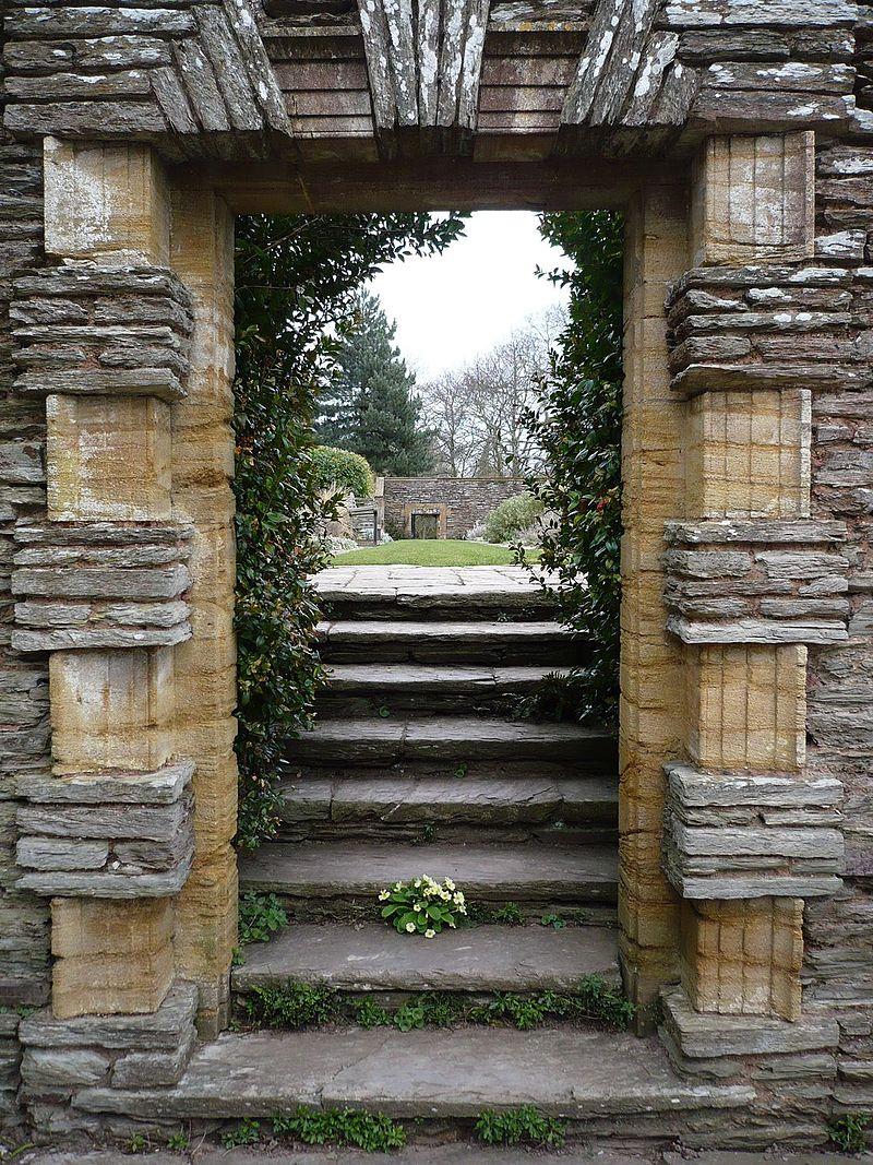 800px-Hestercombe_Gardens_Doorway.jpg
