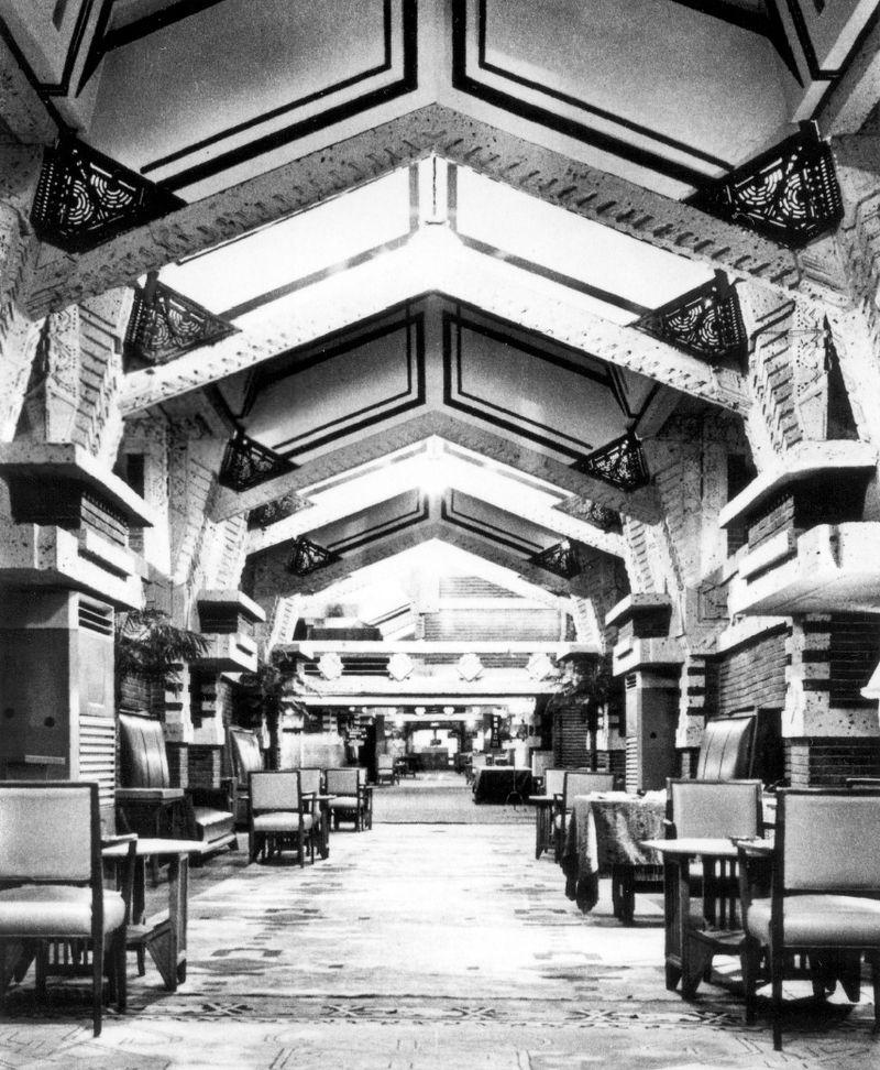 800px-Imperial_Hotel_FLW_12 (1).jpg