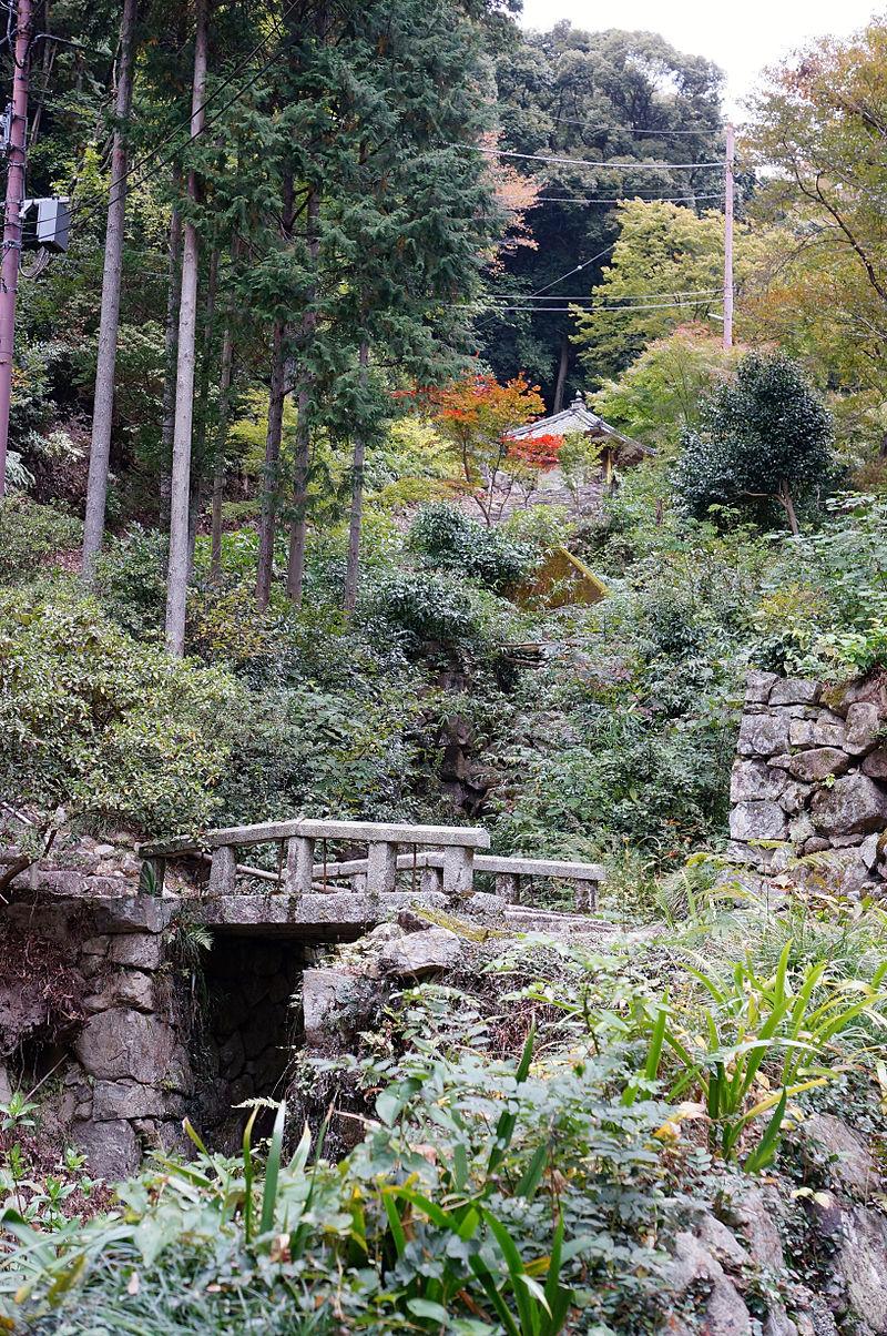 800px-Kuwanomi-dera_Azuchi_Shiga_pref_Japan06n.jpg