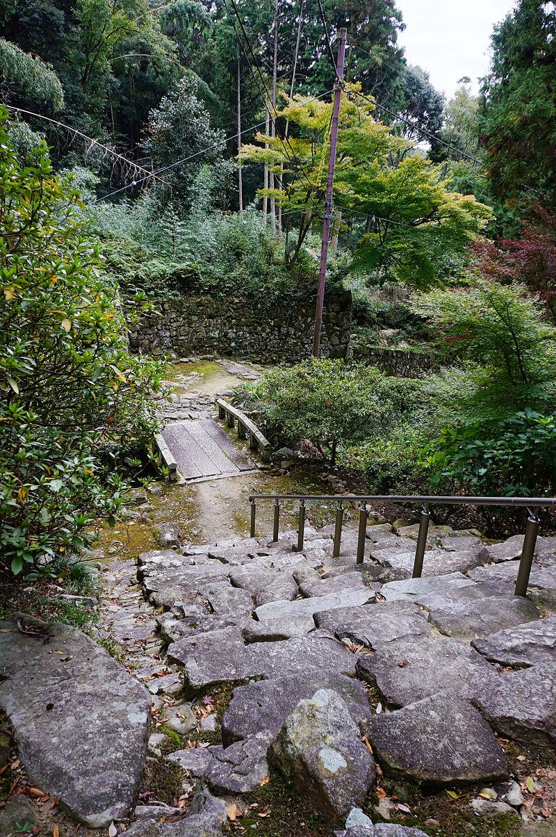 800px-Kuwanomi-dera_Azuchi_Shiga_pref_Japan07n.jpg