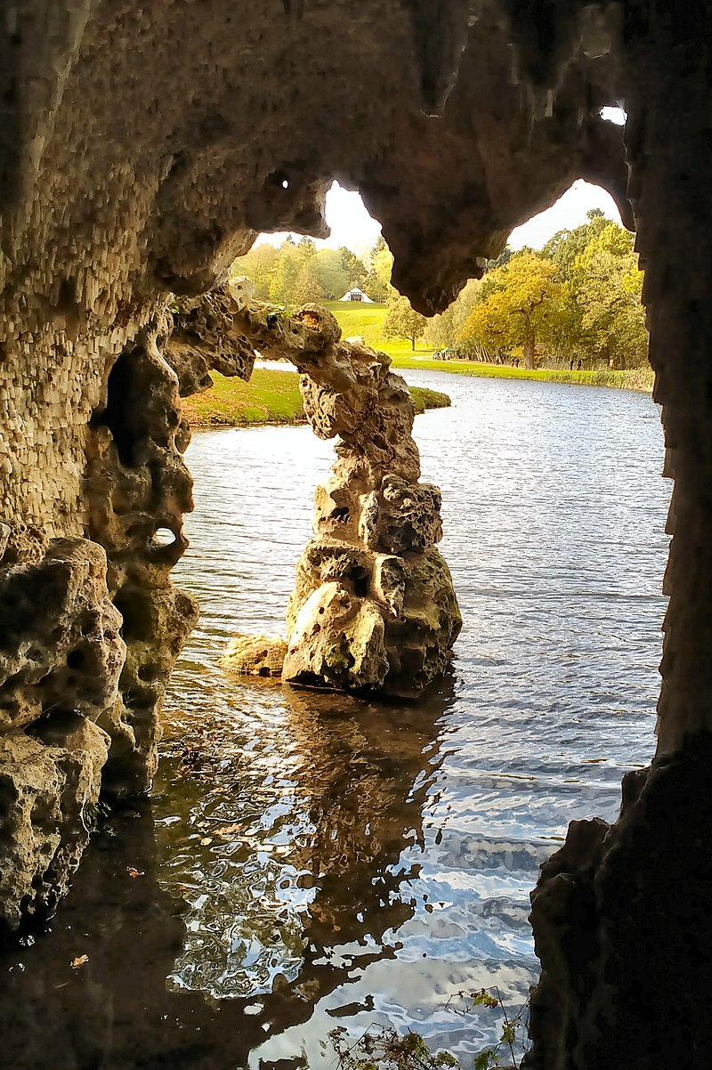 800px-Painshill_Park_Crystal_Grotto_view_out.jpg