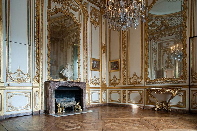 800px-Petit_appartement_du_roi_-_Pièce_de_la_vaisselle_d'or_(3).jpg