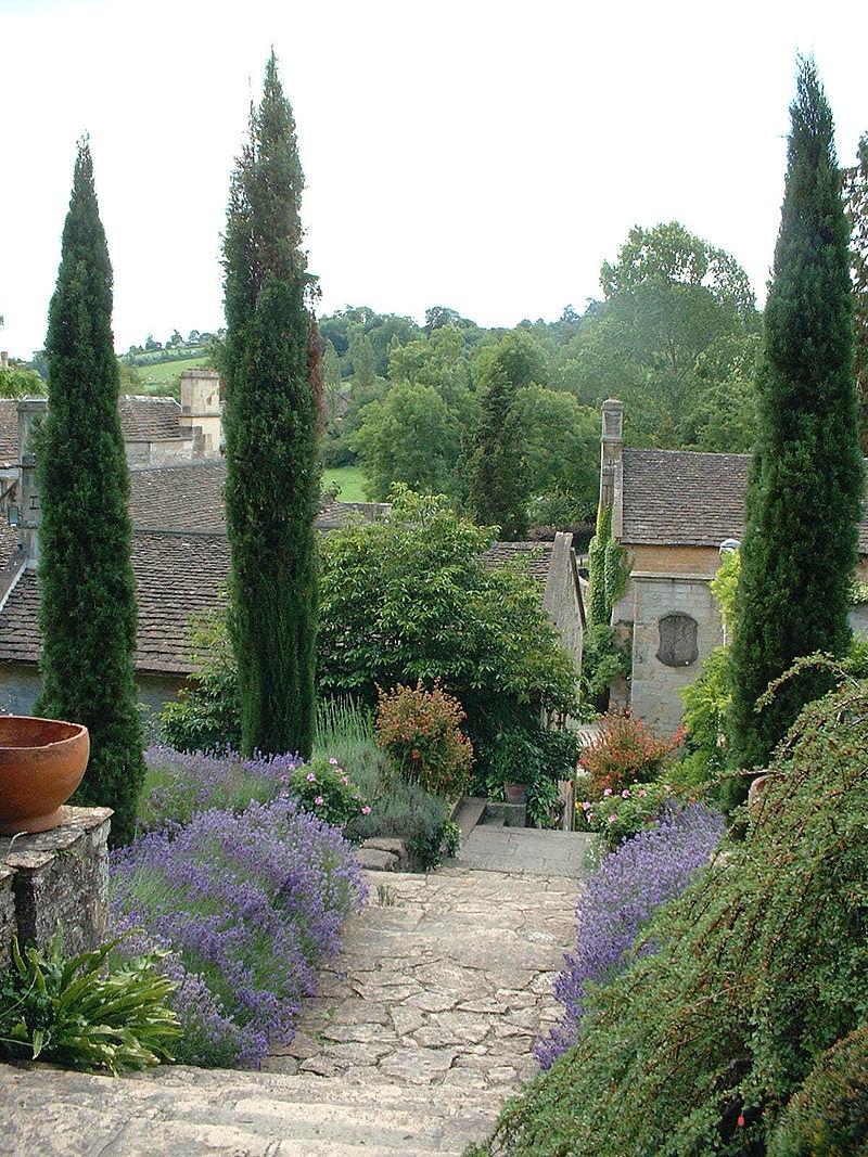 800px-Peto_garden_iford_manor.jpg