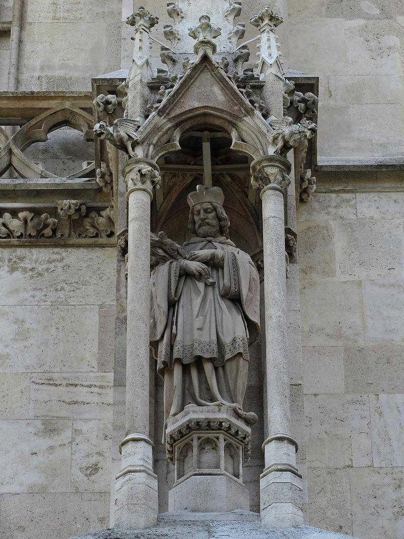 800px-Statue_Johannes_Nepomuks_am_Nordturm_der_Votivkirche_II.jpg