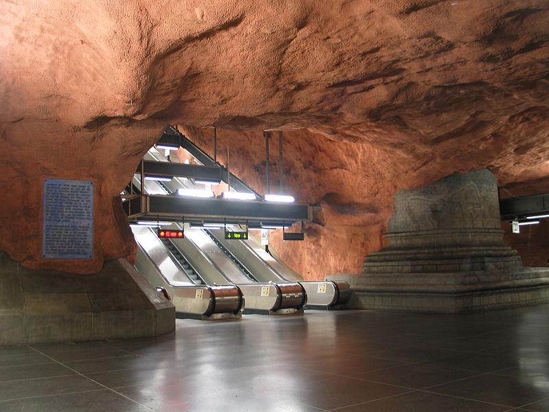800px-Stockholm_subway_radhuset_20050808_0021.jpg
