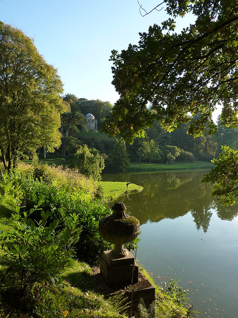 800px-Stourhead_lake_view_-_Pastoral_Perfection_-_panoramio.jpg