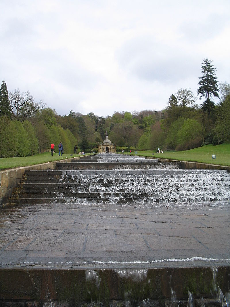 800px-The_Cascade,_Chatsworth_House.jpg