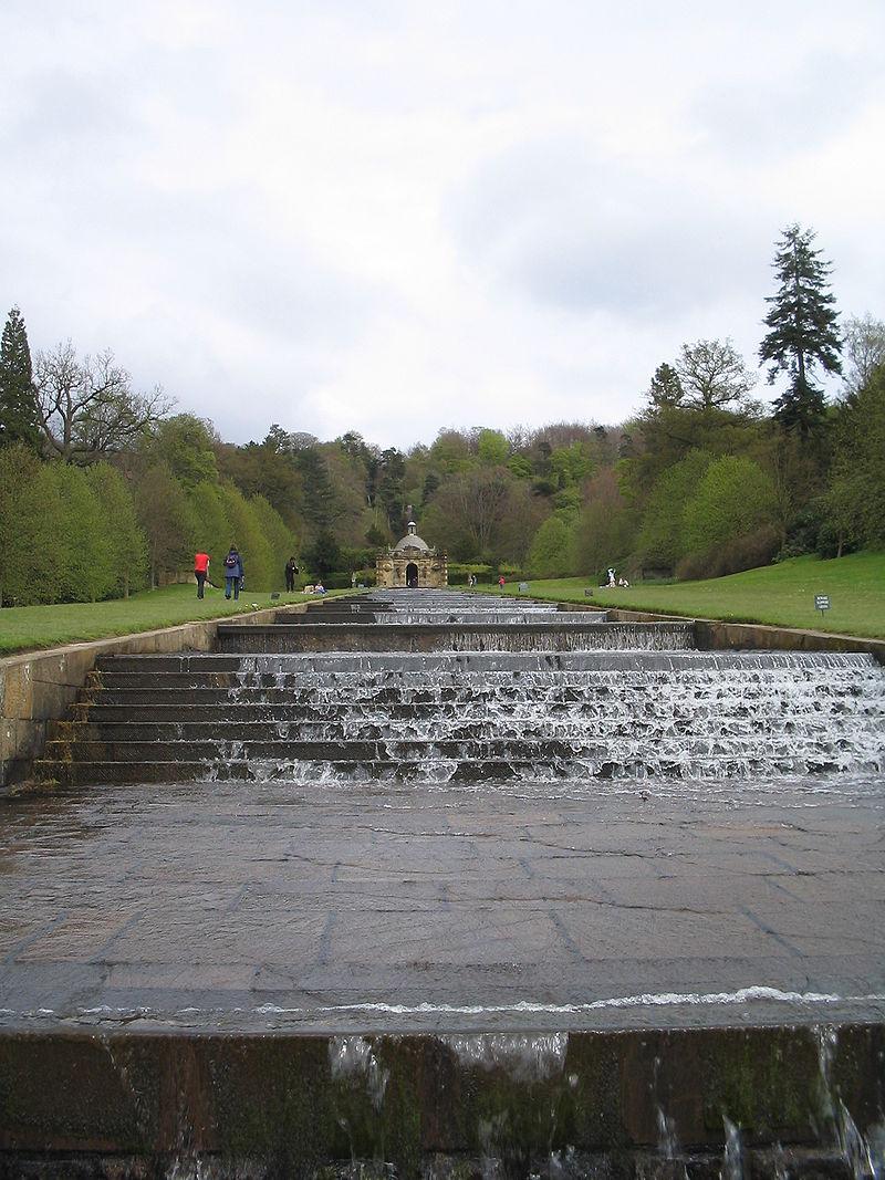 800px-The_Cascade,_Chatsworth_House.jpg