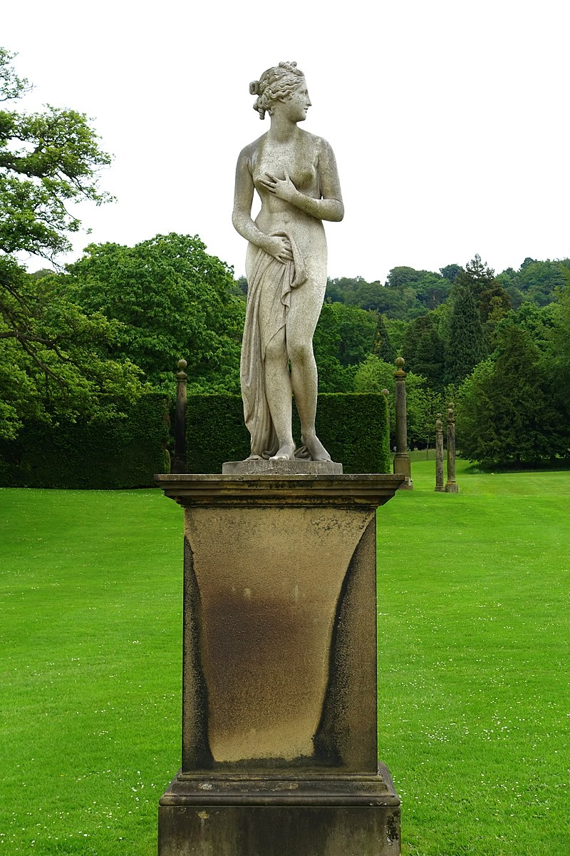 800px-Venus_Italica_-_Chatsworth_House_-_Derbyshire,_England_-_DSC03552.jpg