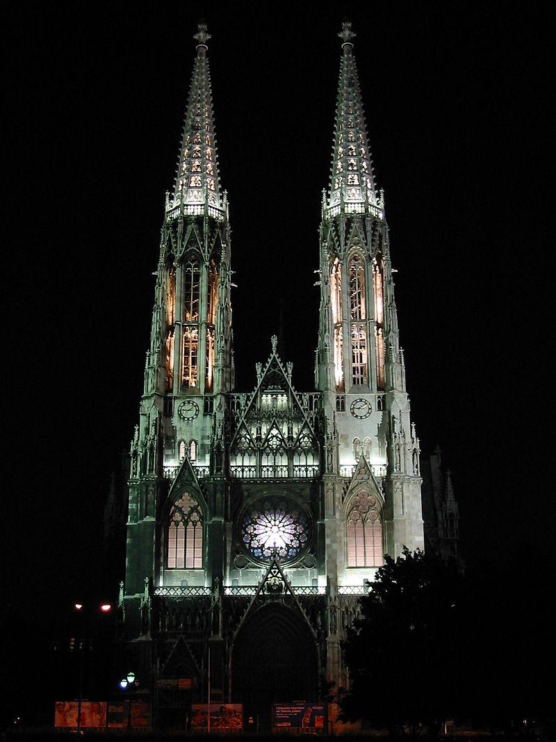 800px-Votivkirche_Wien_bei_Nacht.JPG