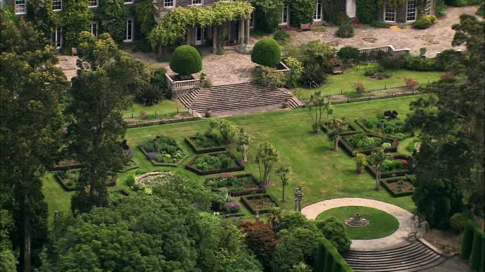 854733057-mount-stewart-northern-ireland-visions-of-ireland-garden-decoration.jpg