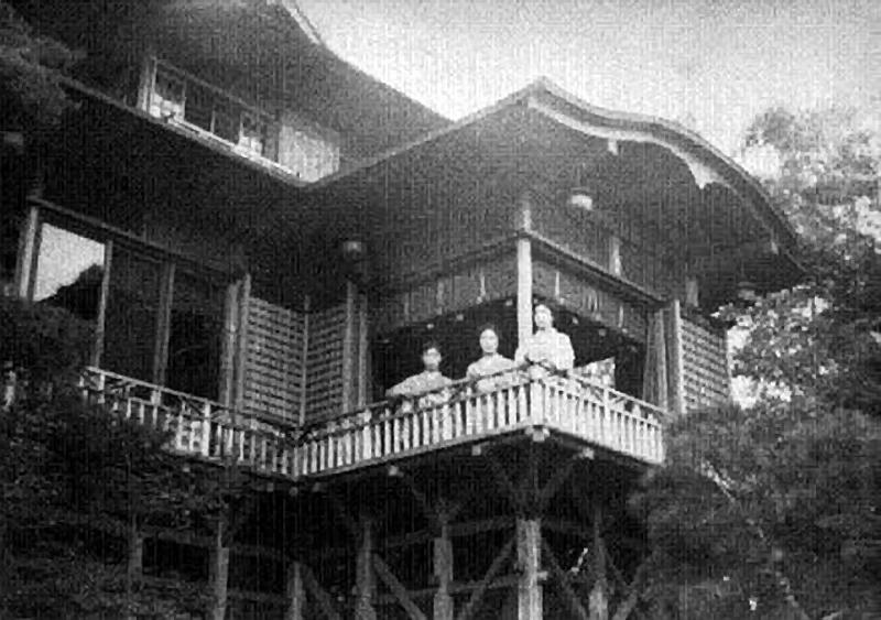 9.Нагао Кинъя. Гиусо.Балкон.jpg