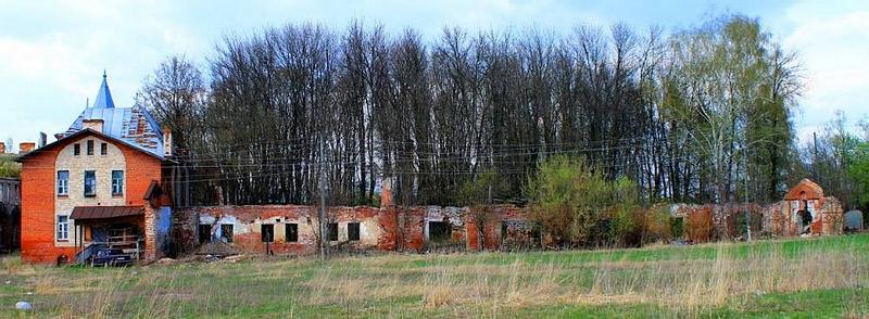 92.Муромцево, руины каретного двора.jpg