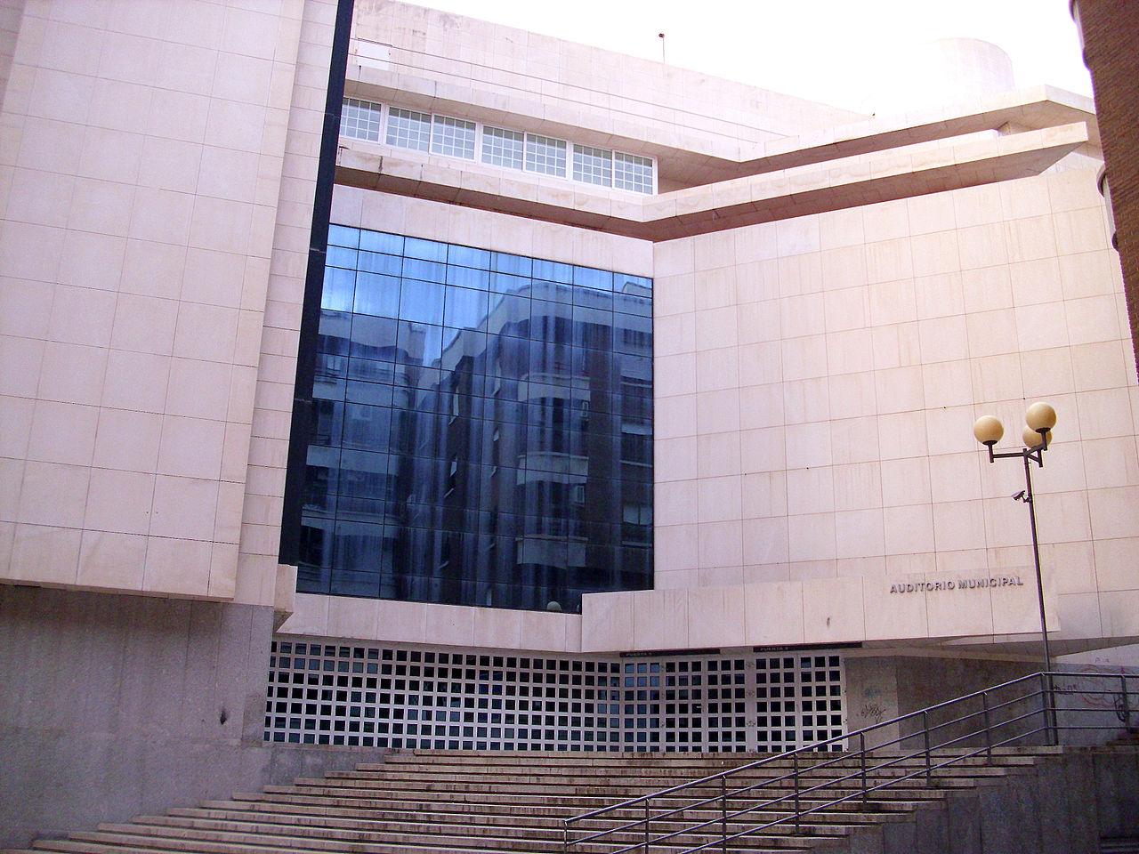 95 испAuditorio_Municipal_2010-2-07_Puertollano.jpg