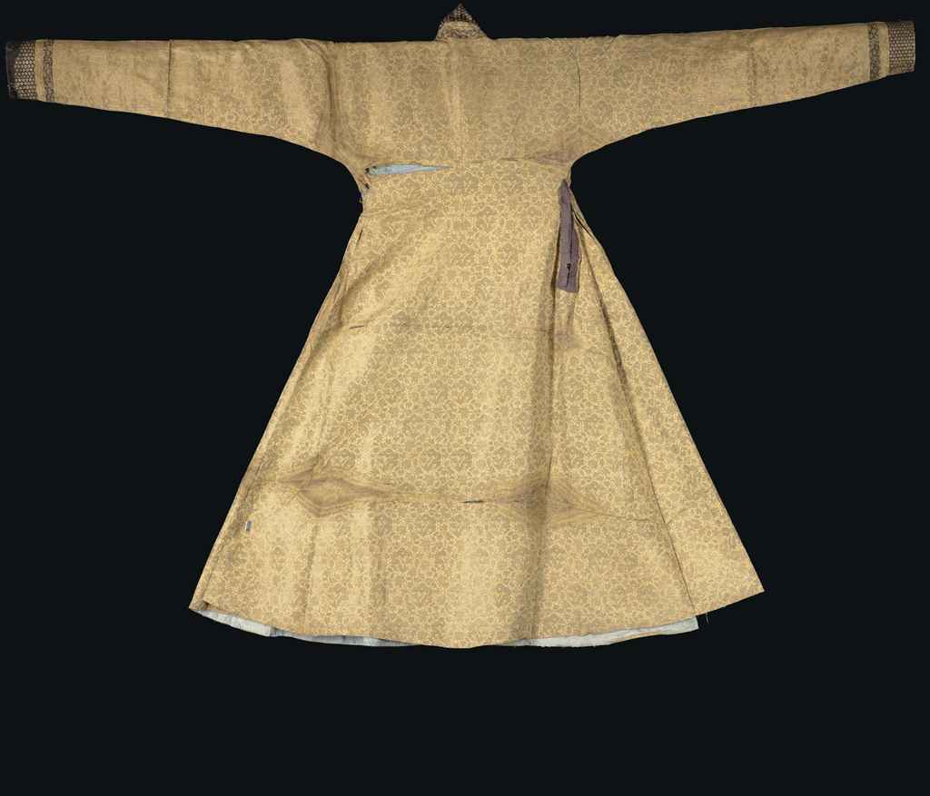 a_mongol_cloth_of_gold_silk_and_metal_thread_robe_central_asia_late_13_d5483014_001g.jpg