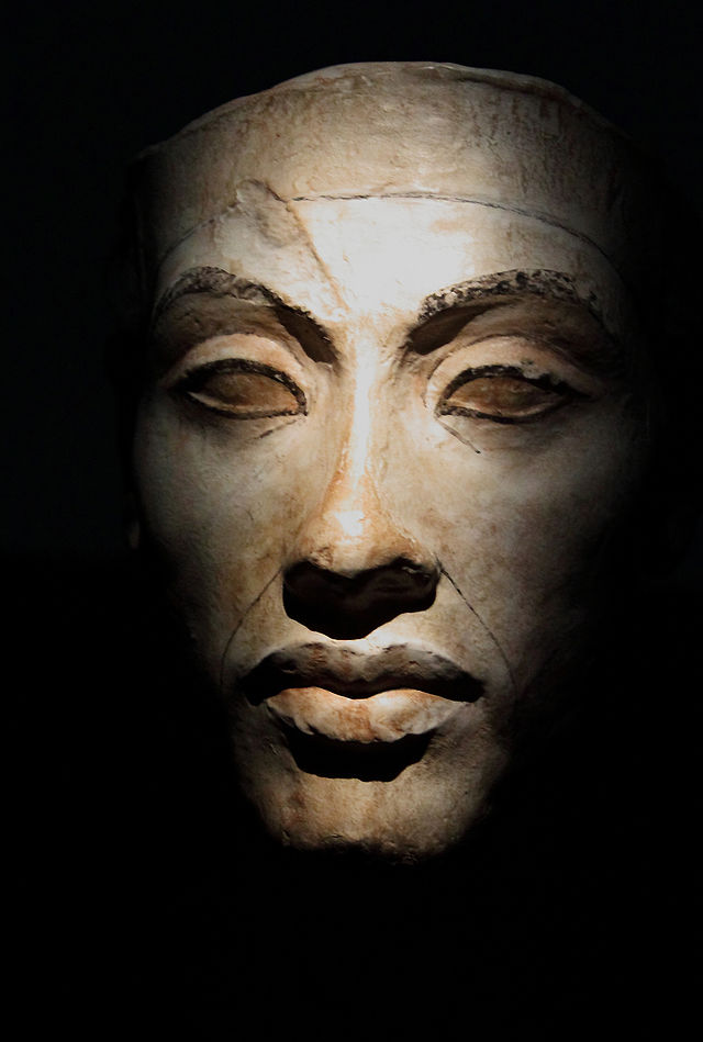 Akhenaten_modell_head_replica_smaller.jpg
