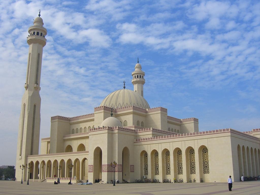 Al Fateh Mosque in Manama - Bahrain.jpg