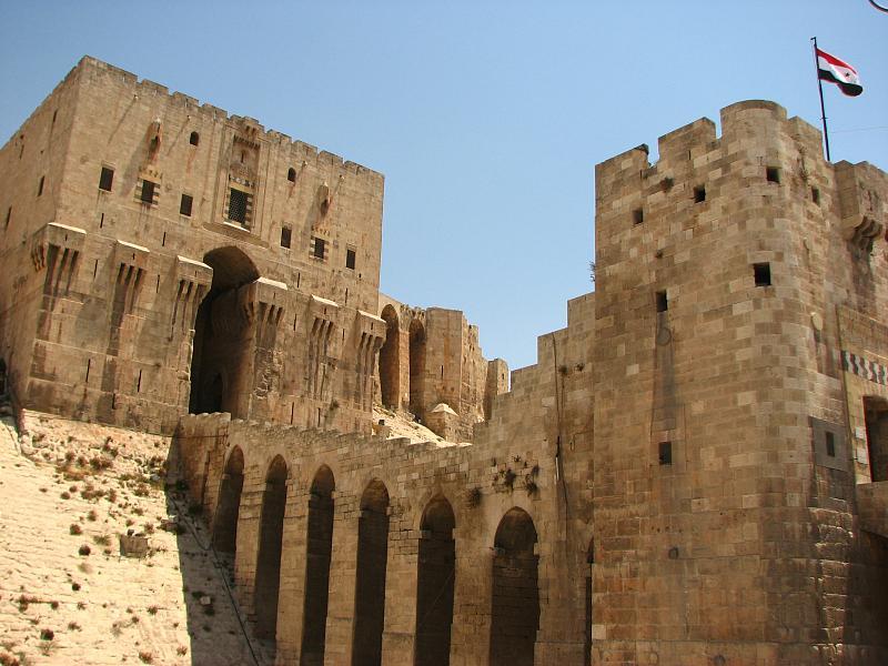 Aleppo_citadel_(2600110919).jpg